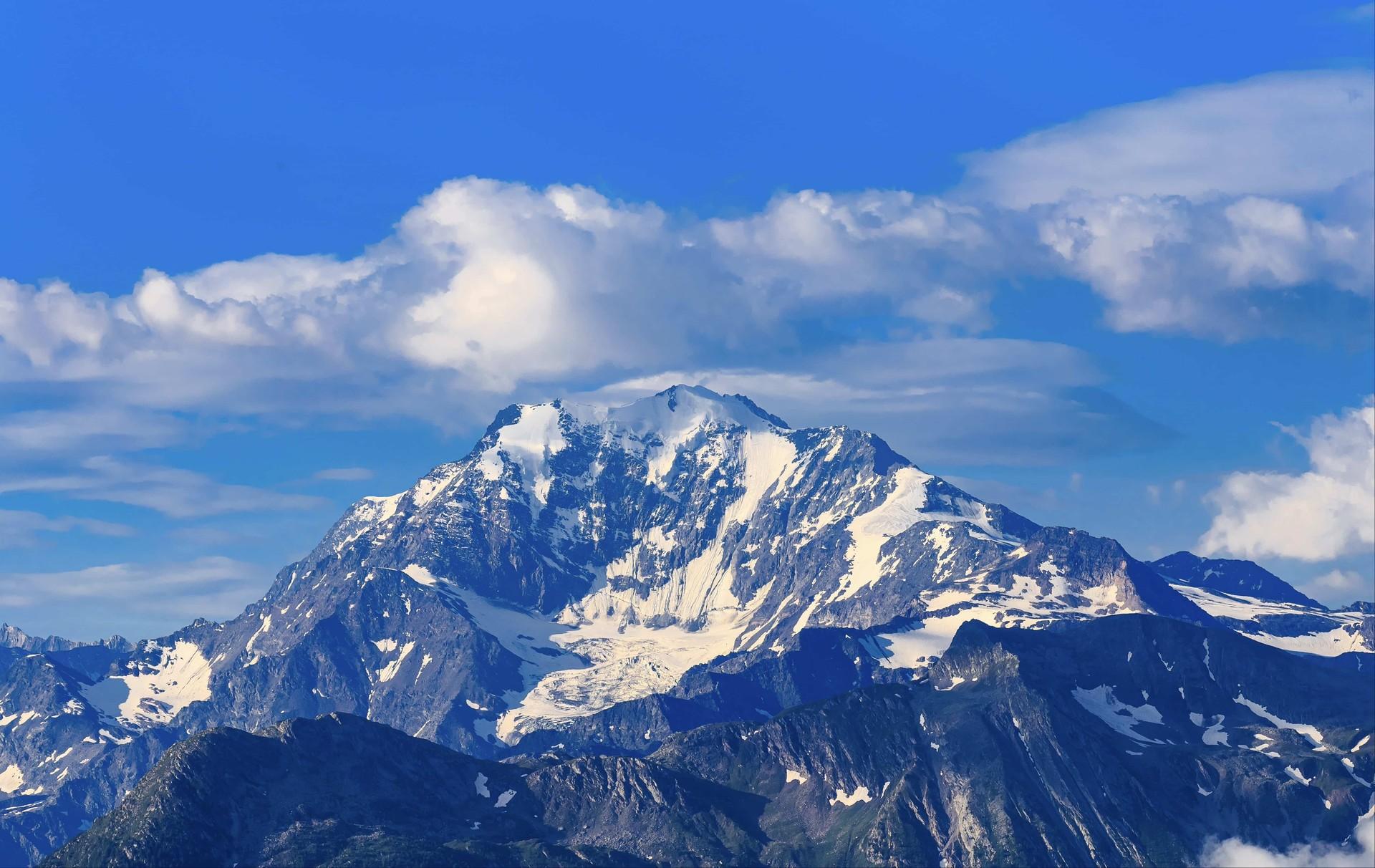 美丽的雪山高清动态壁纸