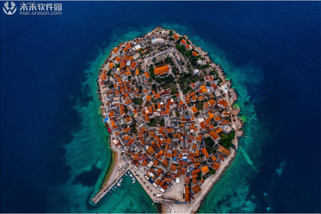 高空俯拍的海岛小镇5k动态壁纸